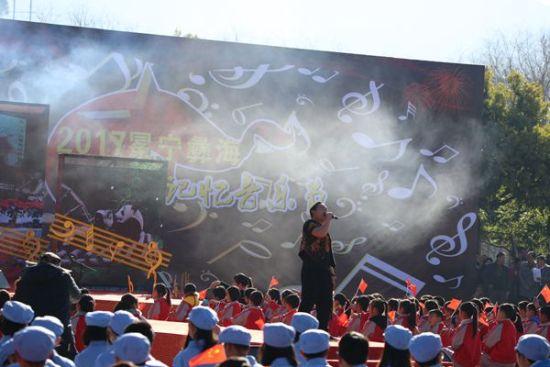 彝海红色记忆音乐节现场。 钟欣 摄