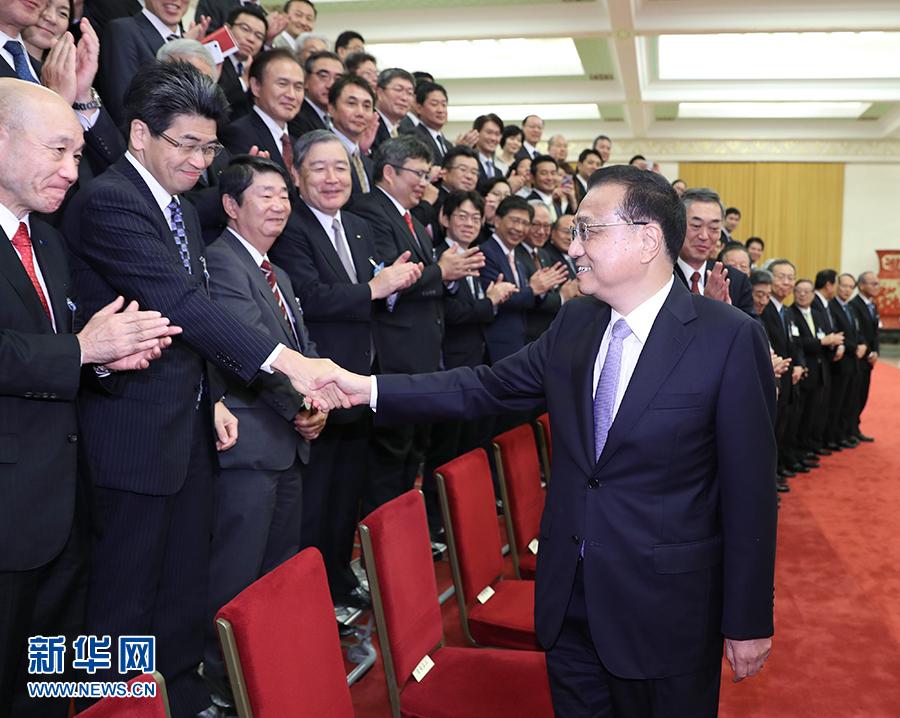 李克强会见日本经济界代表团