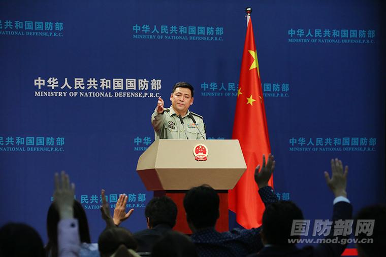 中国国防部:继续保留新疆和西藏军区文工团