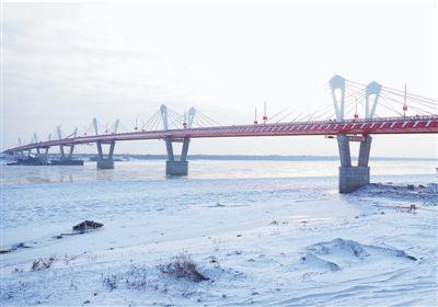 中俄界江黑龙江公路大桥工程完工