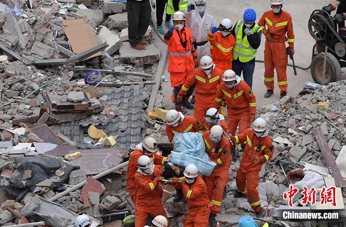 福建泉州欣佳酒店坍塌已致10人死亡仍有22人失联_搜救难度增大